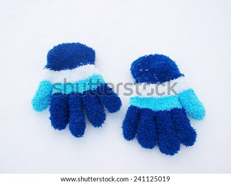 children winter gloves in snow