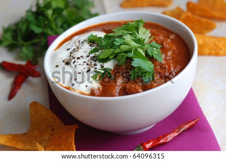 Chili beef with tortilla crisps