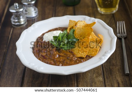 Chilli con carne with tortilla crisps