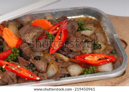 chinese black bean beef stir fry,Pan of the chicken, pepper, mushroom, onion and tomato,Sizzling beef with black pepper - stock photo