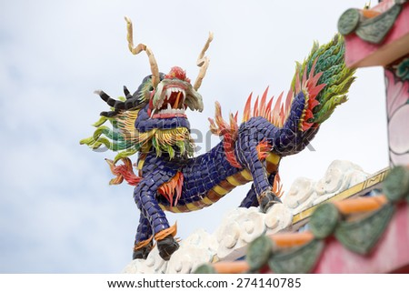 Chinese dragon statue above the entrance to a Chinese temple