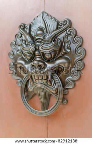 Chinese lion door knob facing left