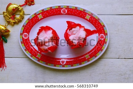 "Chinese stream cake in red paper cup.Text on the plate is""fu(luck) lu(fortune)shou(long live)xi(joyful)"