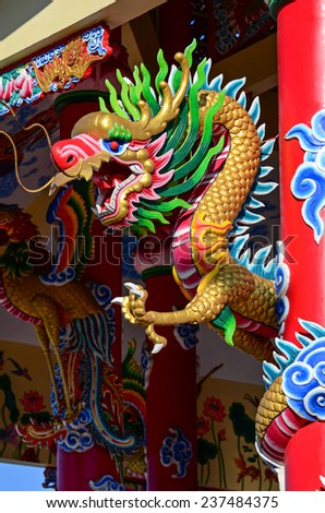 Chinese style dragon statue on the rooftop of temple