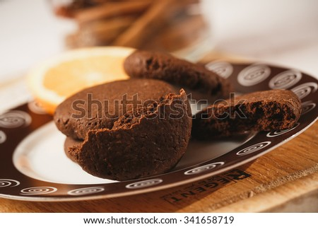 Chockolate cookies on the plate
