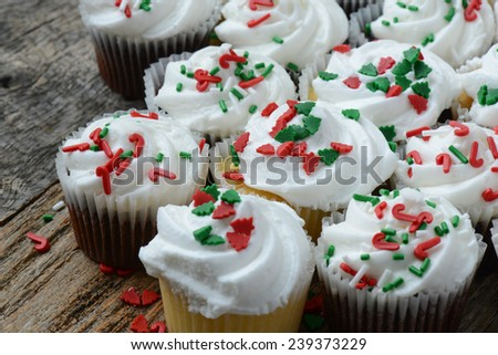 Chocolate and Vanilla Christmas Cupcakes