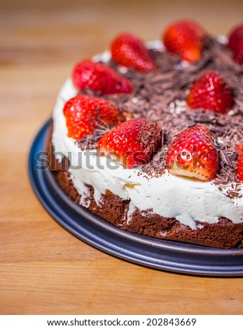 Chocolate cake with fresh strawberries, mascarpone and roughly chopped chocolate flakes
