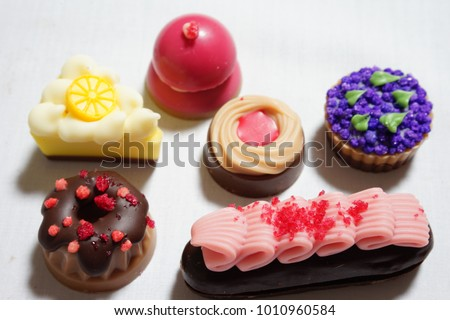 https://thumb7.shutterstock.com/display_pic_with_logo/167494286/1010960584/stock-photo-chocolate-for-valentine-day-1010960584.jpg