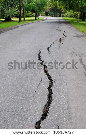 CHRISTCHURCH, NEW ZEALAND - FEBRUARY 23: Cracks appear in Mona Vale gardens beside the Avon River following a giant earthquake on February 23, 2011 in Christchurch.