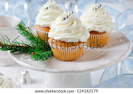 Christmas cupcakes with cream cheese