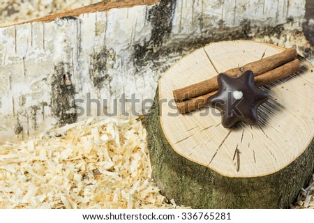 Christmas Decoration with cinnamon, sweets and wood