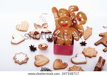 Christmas Wallpaper Gingerbread Men In A Pink Box Next To Cookies Cones