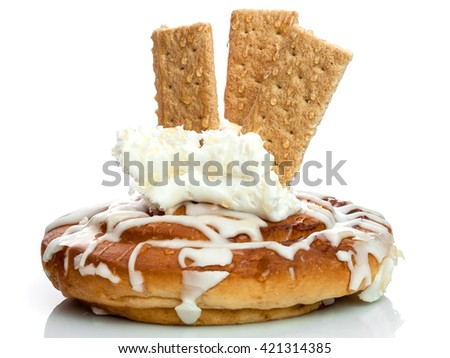 Cinnamon Roll Bun with Cream Topping and Graham Crackers