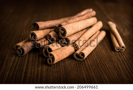 cinnamon sticks on wooden background close-up
