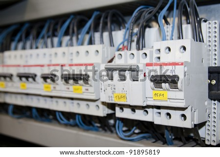 Circuit breaker used on items such as a residential iron, hot water heater, a kitchen oven, or an electric clothes dryer.