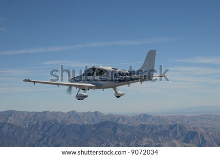 Cirrus SR22 in Flight