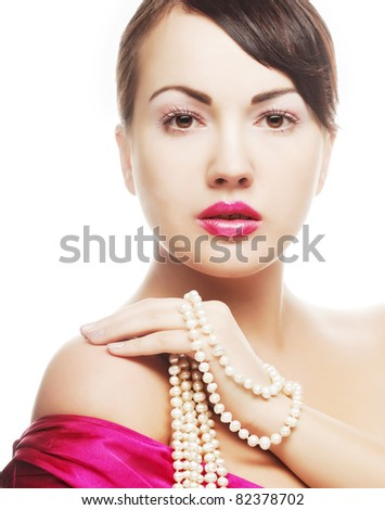 clamor young woman with pearl