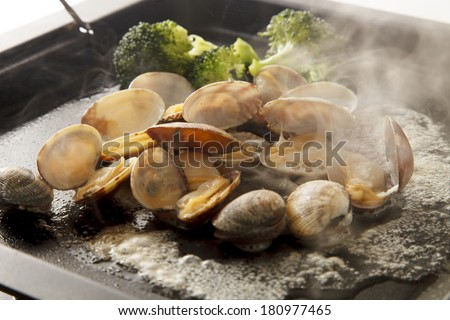 Clams baked with butter