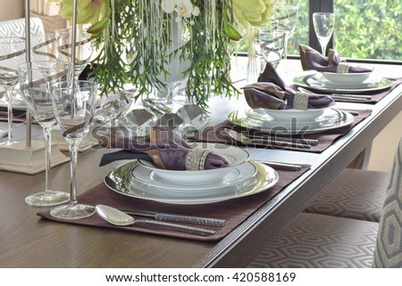 Classic elegance style dining set on wooden dining table