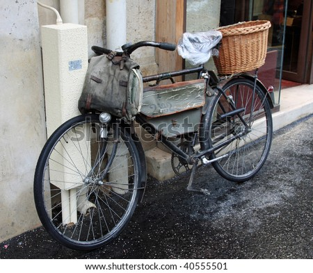 Classic vintage WWI bicycle outside a shop in Paris