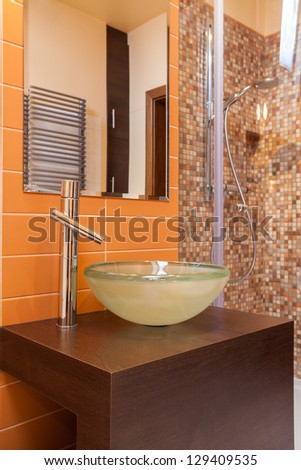 Classy house - round vessel sink in a modern bathroom