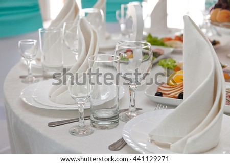 clean utensils on the Banquet table