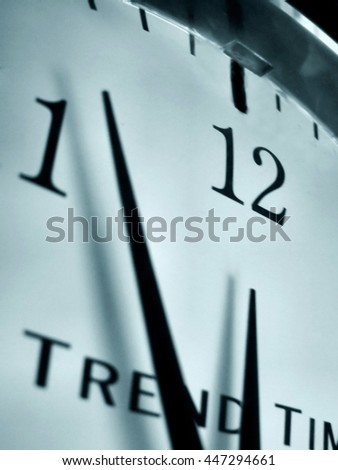 clock showing 5 to 12