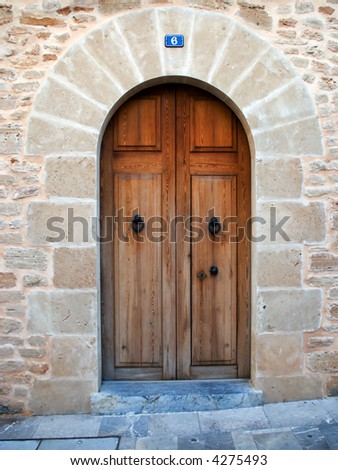 close door in the stronghold