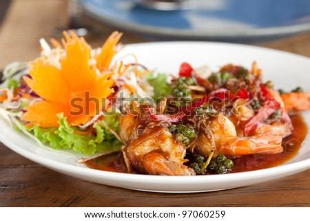 close up Fried shrimp in pepper and garlic sauce