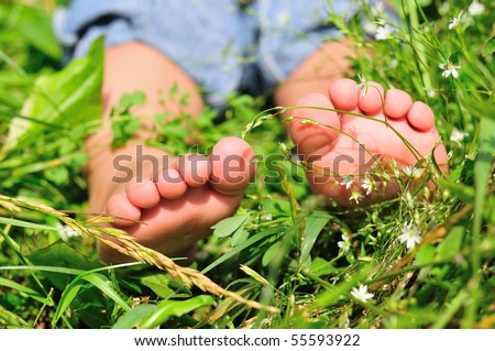 close up of child's feet on the green grass