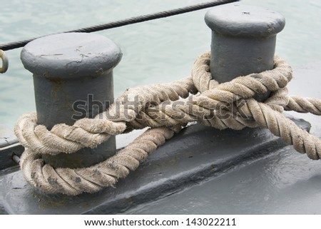 close up of figure 8 knots on a berth