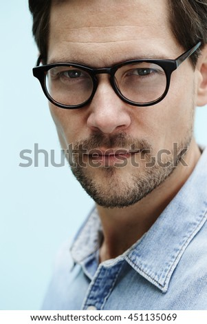 Close up of man in spectacles, portrait