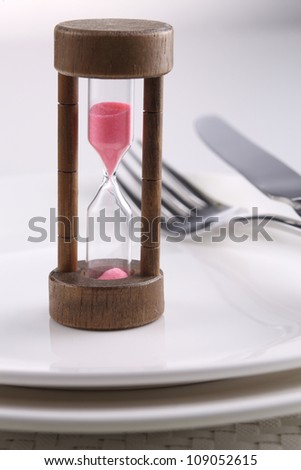 close up of the hourglass on the dinner plate