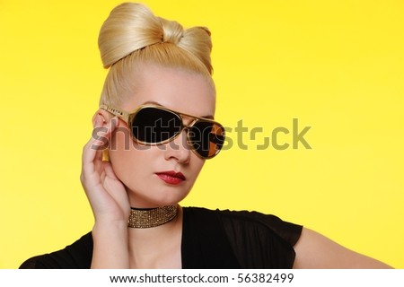 Close-up portrait of a beautiful woman in sunglasses