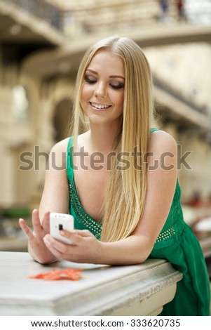 Close up portrait of a beautiful young girl talking on his cell phone in a shopping center