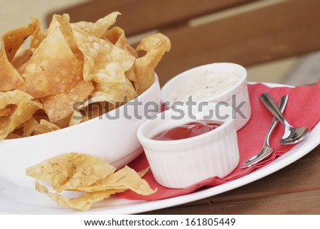 close up potato chips in a bowl