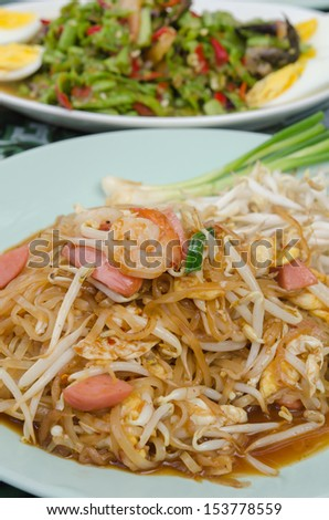 close up stir fried  noodles with shrimp , egg, sausage  and fresh vegetable