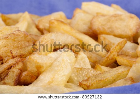 Close up view of a bunch of fried potatoes in slices.