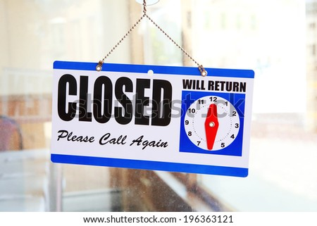 Closed sign on a restaurant door - stock photo