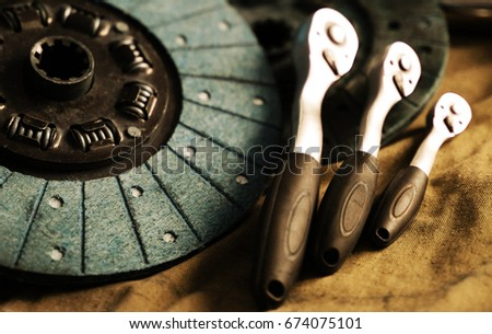 clutch disc with a tool