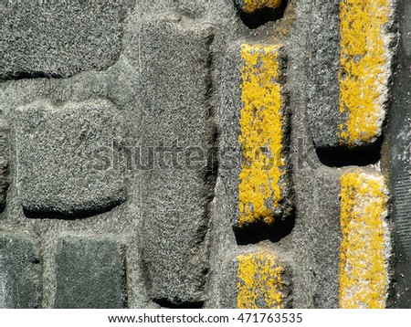 Cobble floor with yellow lines