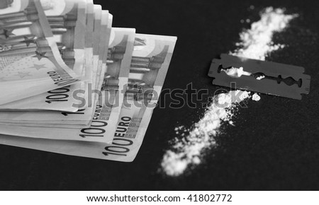 Cocaine, razor blade and money (simulation using wheat flour, no actual drugs used)