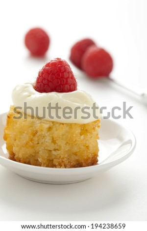 coconut cake with berries