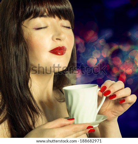 Coffee. Beautiful Girl Drinking Coffee