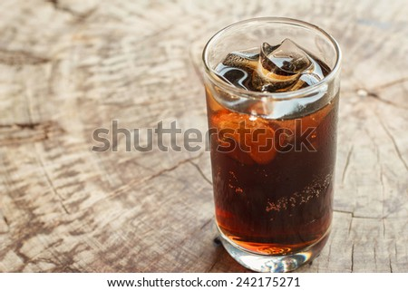Cola drinks , Refreshing drinks , Summer drinks , thirst , Glasses of water vapor ,hot season