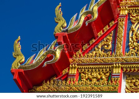 colorful Thai temple roof