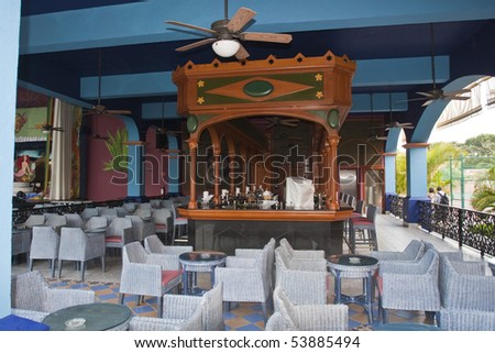 Comfortable resort restaurant with a bar counter