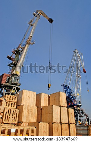 Commercial   Sea  port  city  of  Vladivostok,  cargo   handling