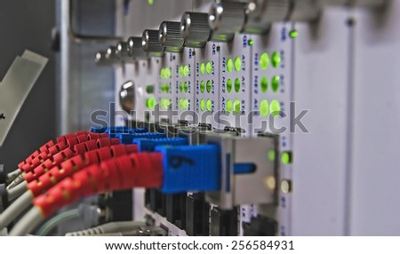 Communication and network equipment in a industrial building, focus is concentratred on a single connection by using a low apature,