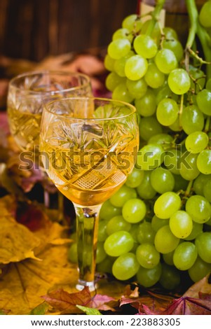 Composition with wine and grapes